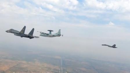 实拍解放军航空兵空中拦截!空警500指挥歼击机、轰炸机精确打击