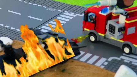 儿童玩具车表演:消防车、拖车救援事故小汽车!