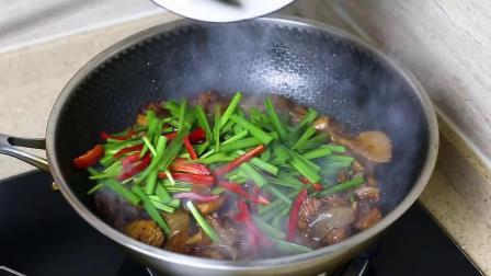 平菇怎么烧才好吃?厨师长教你一个做法,每次做的都不够吃