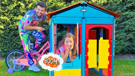 超奇怪,萌娃小萝莉建了新房子,可是爸爸骑车怎么撞到她了?儿童亲子益智趣味游戏玩具故事