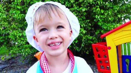 萌娃小可爱的冰激凌店开业啦,小家伙给玩偶娃娃做的冰激凌真的太好吃啦!真是棒棒哒!