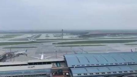 合理安排出行计划!首都机场因雷雨天气取消航班142架次