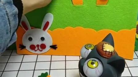 小兔子有这么多的胡萝卜,都被灰太狼给抢走了,这可怎么办呢