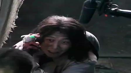 张译在电影八佰的片场飙哭戏,把监视器后面的导演看哭了