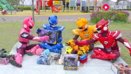 迷你特工队真人版:弗特赛米露西麦克斯比赛组装里奥的新机甲玩具