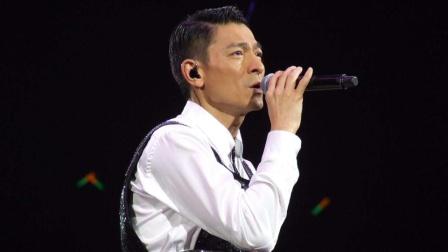 刘德华一曲《暗里着迷》,天王的舞台掌控能力令后辈望其项背!