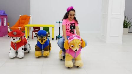 国外儿童时尚,小女孩骑车汪汪队小狗把彩球运回来,太有趣了