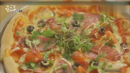一起用餐吧:女主吃披萨要配腌黄瓜
