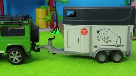 儿童玩具车表演:拖拉机载运小马去竞技场