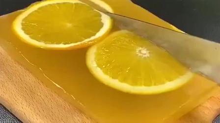 吃完橙子,皮不要扔,果皮含有大量的维生素A,用来做果冻口感十足!