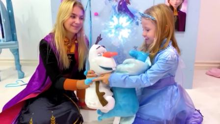 国外儿童时尚,娜斯佳和玛格丽塔在玩女孩子系列游戏