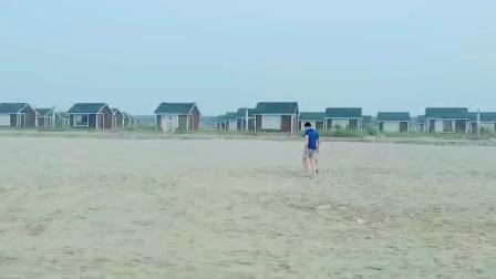 萨克斯爱拼才会赢由萨克斯云在唐山乐亭县海滨演奏2020年8月11日早晨