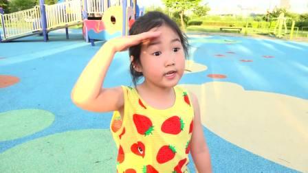 国外儿童时尚,小萝莉寻找英文字母,在公园玩游戏!