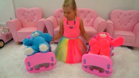 萌娃小可爱的玩偶小熊们可真是挑嘴呢小家伙做的寿司饼干和蛋糕,它们都不喜欢