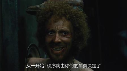 雪国:男子被处以极刑,手背放列车外冻僵,被大锤锤碎!