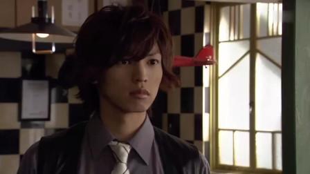菲利普告诉翔太郎搭档只有他1个,翔太郎瞬间害羞了