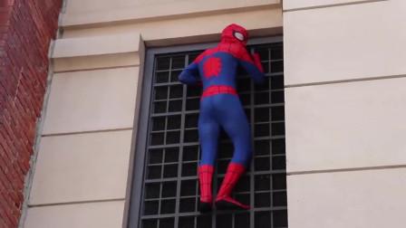 蜘蛛侠:蜘蛛侠爬上去要干嘛