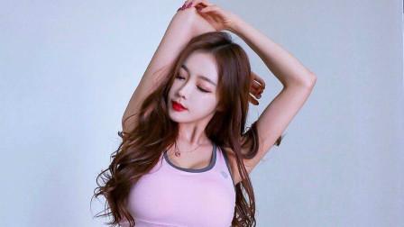 韩国可爱美女白色百褶裙舞蹈 仿佛回到了高中时代