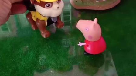 佩奇和小丽找小小丽,小鬼认为僵尸不要自己了,小小丽暖心安慰小鬼!