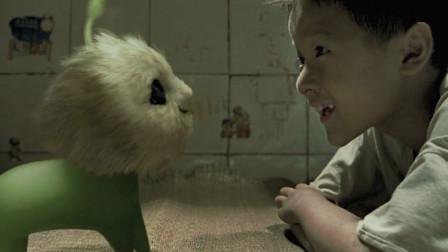 小孩爸爸从垃圾堆里捡到玩具狗,变身成外星狗取名长江七号