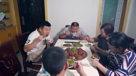 """超小厨买10斤猪肉做道""""红烧狮子头"""",一次做20个,吃得太过瘾了"""