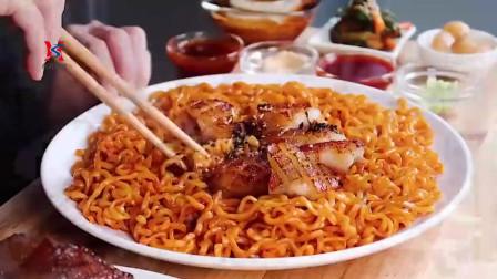 韩国萌妹子吃播声控火鸡面,配烤猪皮,深夜放毒啊