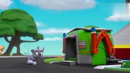 搞笑的汪汪队:小狗们在收拾东西,因为家里太乱了,必须好好准备一下