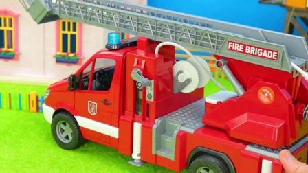 儿童玩具车:救护车救治病人,消防车救援屋顶的猫!