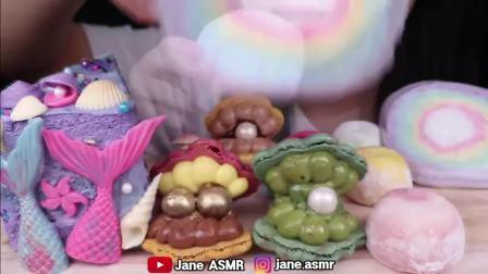 """搞笑吃播姐姐:""""彩虹棉花糖美人鱼尾蛋糕糯米糍冰淇淋珍珠马卡龙"""",听这咀嚼音,吃货欧尼吃得真馋人"""