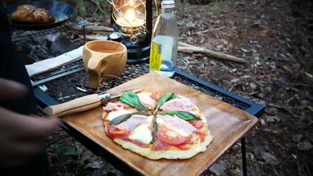 美女 荒野生存 野外露营 烹饪美食 美味的披萨