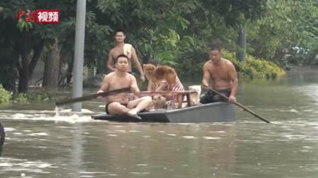 成都金堂迎史上第二大洪峰 居民带狗坐船疏散