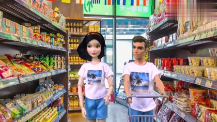芭比娃娃超市玩具!白雪公主去买零食和水果