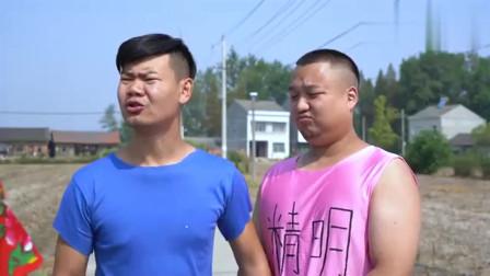 爆笑三江锅:农村小伙说谎被憨头批评,谁料俩人去吃霸王餐却因讲实话闹尴尬!