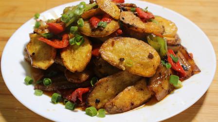 家常土豆片的最新做法,鲜香味美口感佳,是下饭的一道必备菜