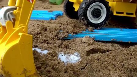 工程车玩具表演:翻斗车、挖掘机、装载机建造道路