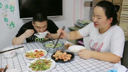 芹菜鸡胸肉最好吃的做法,简单一做,鲜香入味,老婆直呼下饭