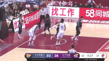 CBA篮球比赛: 周鹏以个人的得分成绩,助广东战胜辽宁!