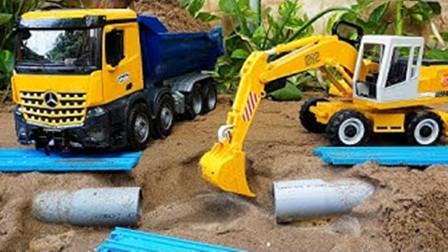 儿童玩具车表演:吊车、挖掘机修理故障水管,装载机和翻斗车铺建道路!
