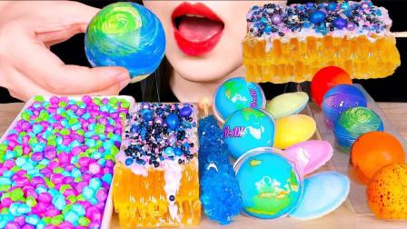 梦幻的星空系列零食,地球软糖、行星巧克力等,满足了对星空的幻想
