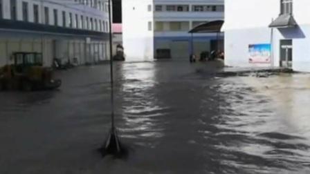 甘肃:泥石流致40余人被困3天 紧急救援脱困 共度晨光 20200821 高清