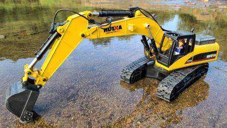 摩比世界娃娃在河边开挖掘机