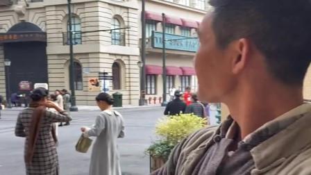 20年前的上海街头剧场,总感觉这个人哪里见过,好熟悉的面孔啊!