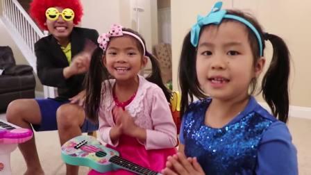 国外少儿时尚,外国小萝莉和家人玩乐器,你们喜欢谁的表演呢?
