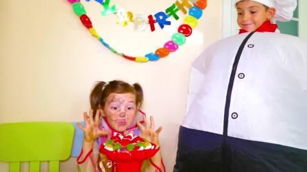 国外儿童时尚,小萝莉和厨师做水果蛋糕花,怎么把脸弄成这个样子