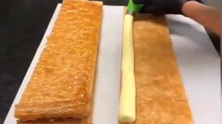 五星级大厨做的拿破仑蛋糕,超级好吃,热量都挡不住嘴和手的冲动!