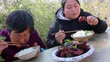 3斤排骨这样做真是太馋人了,胖妹和奶奶吃得真香啊