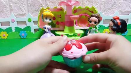 小猪佩奇玩具:大老虎来了,小公主们都藏起来了
