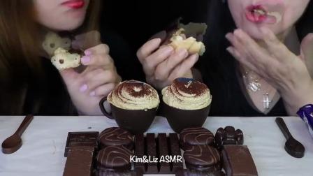 """国外小姐姐吃播:""""巧克力慕斯蛋糕杯+巨型巧克力蛋糕+奥利奥蛋糕+巧克力勺"""",听这咀嚼音,吃货姐妹花吃得真"""