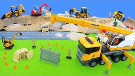 儿童玩具车表演:叉车运输木栏,挖掘机清理沙子!