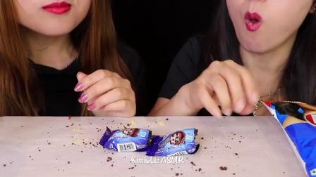 """国外小姐姐吃播:""""脆饼巧克力+巧克力派+奥利奥饼干+薯片"""",听这咀嚼音,吃货姐妹花真馋人"""